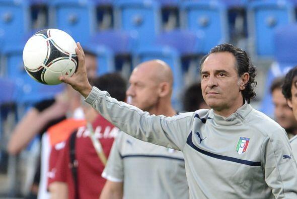 Si quieren saber cómo dominar el balón, pregúntenle al DT de Italia, Ces...