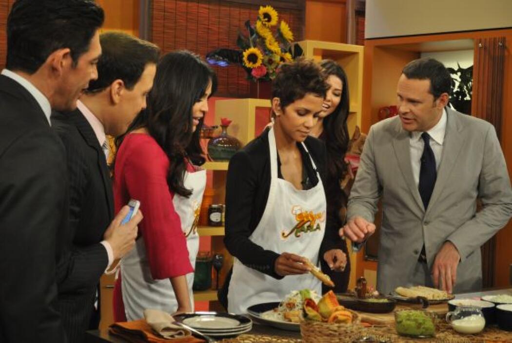 """""""Eres muy buena en la cocina"""", resaltó Halle a Karla."""