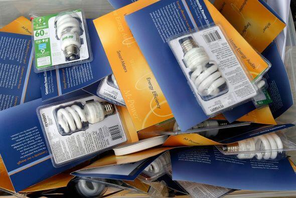 3.Reemplaza las bombillas incandescentes en las señales de salida con di...