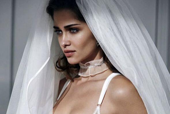 Barros posó con un velo de novia que la hacía lucir angelical, no dudamo...