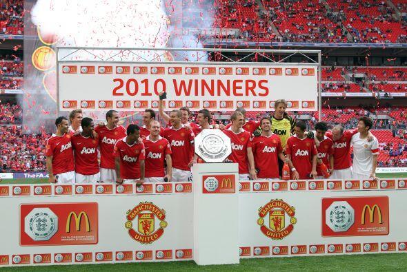 Mientras tanto, el 'Man-U' ya comenzó el año futbolístico con el título...