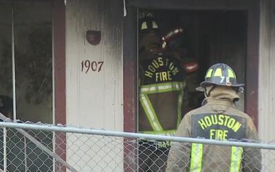 Incendio en el 7700 Corporate Dr destruye parte de un complejo de aparta...