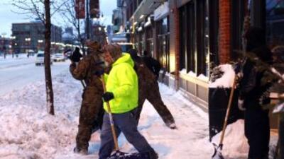 Luego de que las temperaturas cayeran en Minnesota, una niña fue encontr...