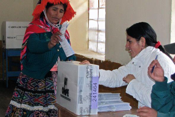 Alrededor de 19 millones de peruanos emitieron su voto este domingo.