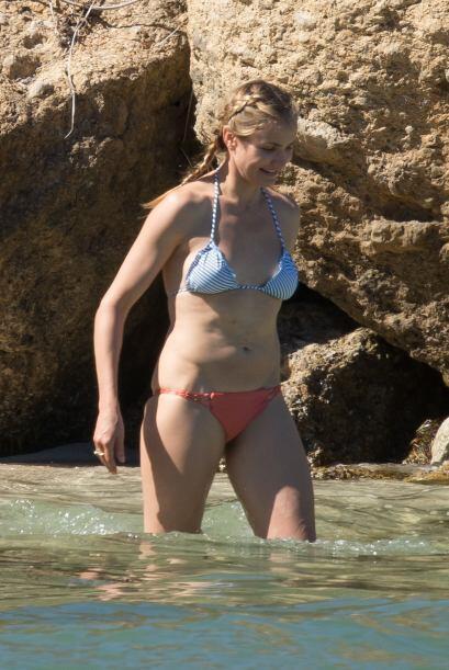 ¡Otra famosa que se puso a coordinar tendencias en la playa fue Cameron...