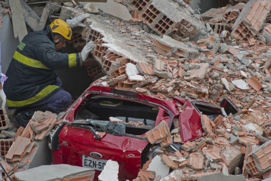Las autoridades aún buscan entre los escombros.