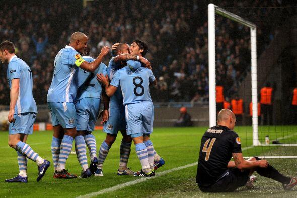 Manchester City jugó 'a lo campeón' y el Porto cometió muchos errores.