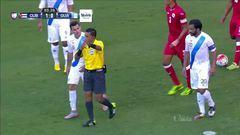 Tarjeta amarilla. El árbitro amonesta a Alberto Gómez de Cuba