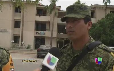 Habitantes de Baja California se arman con lo que consiguen para evitar...