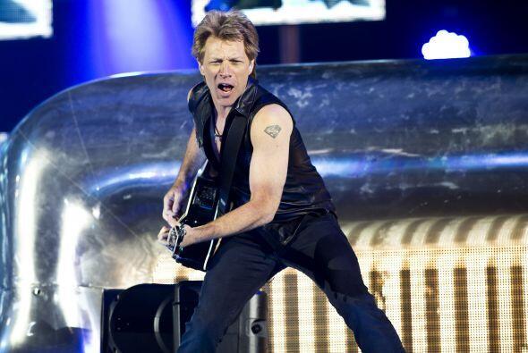 7. Bon Jovi  Ganancias netas: $79 millones.  Presencia en radio y tv: 35...