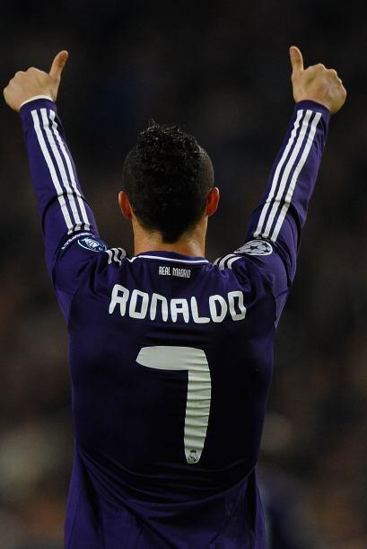 Luego en la temporada 2010-2011, Ronaldo registró un total de 53 goles e...