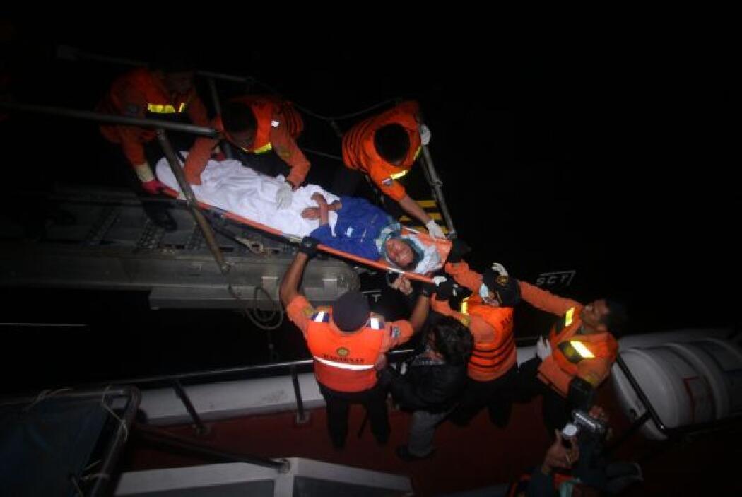 Febrero 4- Mueren 56 personas al naufragar su embarcación frente a las c...