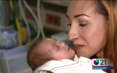Gemelas nacidas prematuras finalmente se van a casa