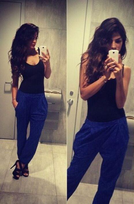 Alejandra lució espectacular este outfit muy relajado.