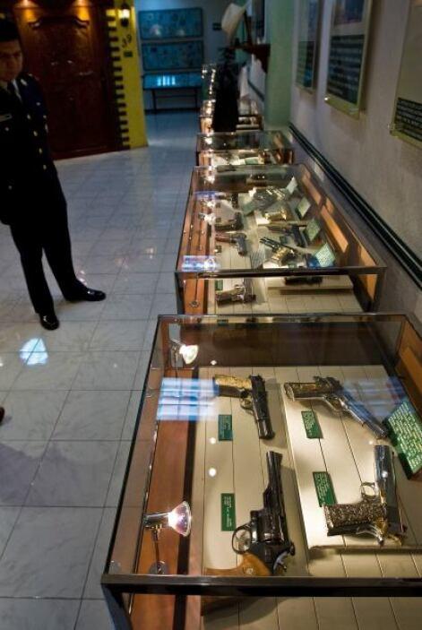 Muchos de los objetos que componen esta colección son armas con baño de...