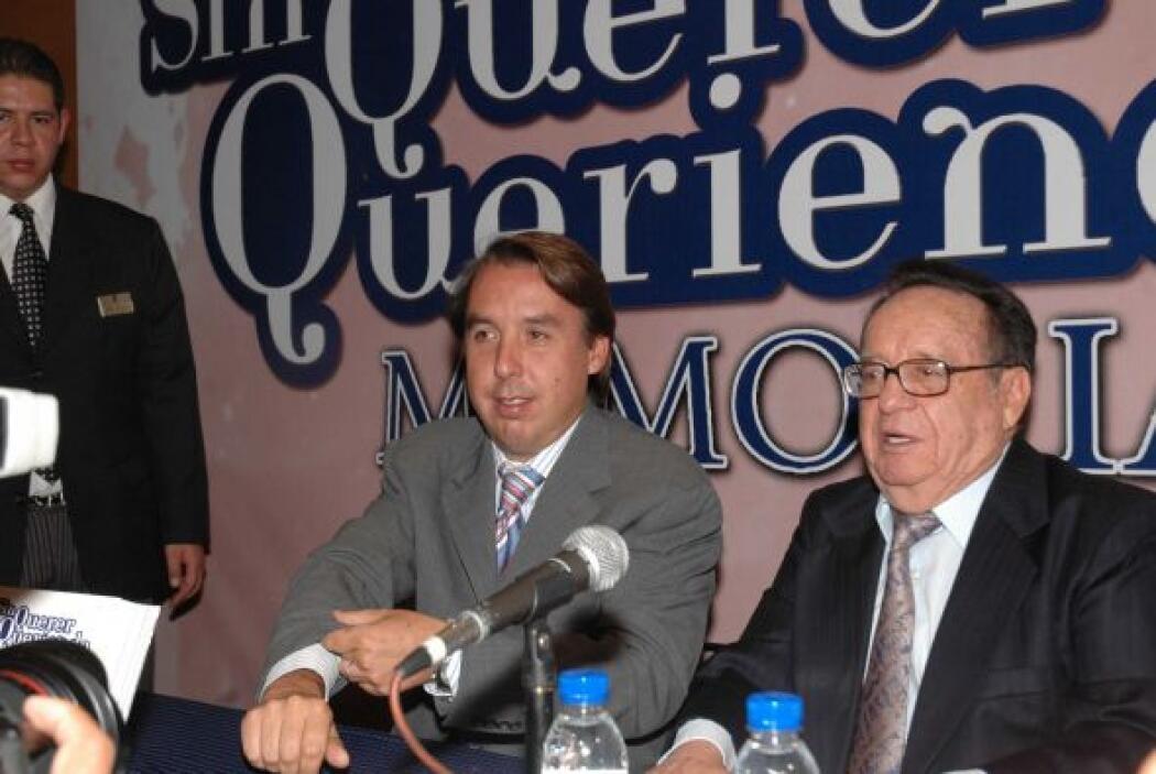 Memorias: Acompañado del presidente de Televisa Emilio Azcárraga, presen...