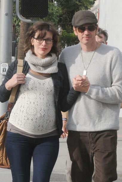 La actriz paseó con su amor, el director Paul Anderson, tomaditos de la...
