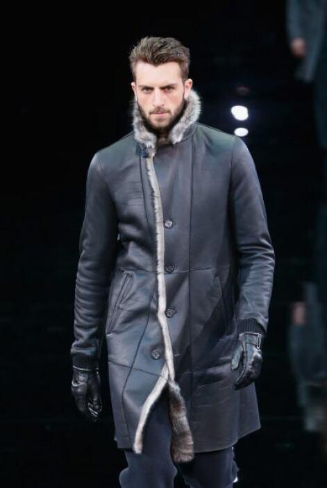 La moda de Armani sigue estando en el gusto de muchos caballeros, gracia...