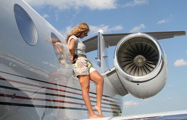 El Bombardier Challenger 150 de Beyonce y Jay-Z puede albergar hasta 15...