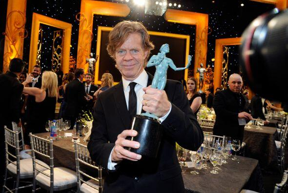 William H. Macy presumiéndonos su trofeo.