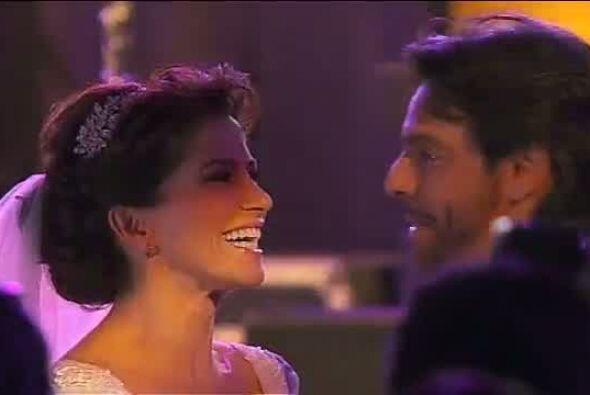 Los recién casados hicieron su debut como marido y mujer bailando...