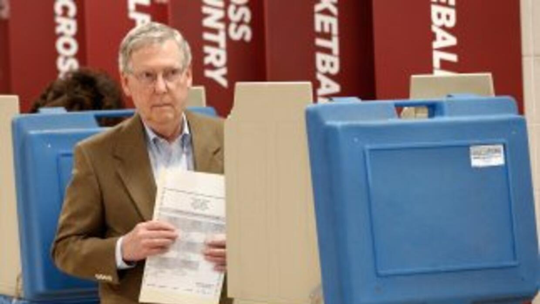 El SenadorMitch McConnel (Kentucky), lìder de la minoría republicana en...