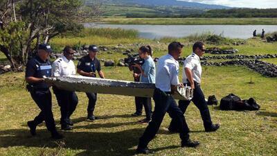 Analizan si restos de avión hallados en isla Reunión son del vuelo MH370