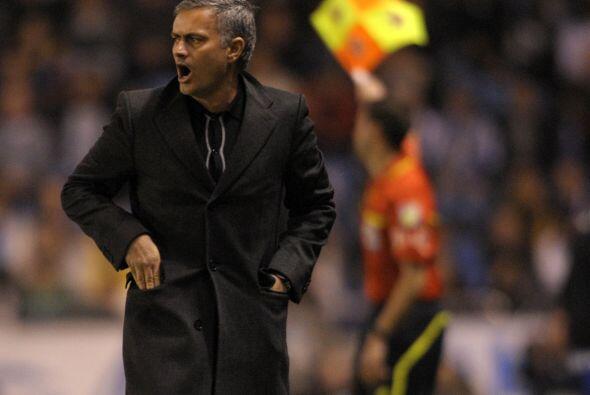 Mourinho sumó delanteros al ataque, pero el gol no le llegó.