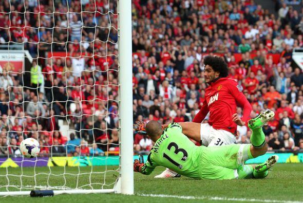 Tuvo oportunidades el Manchester, pero no llegó el gol. A Fellaini le an...
