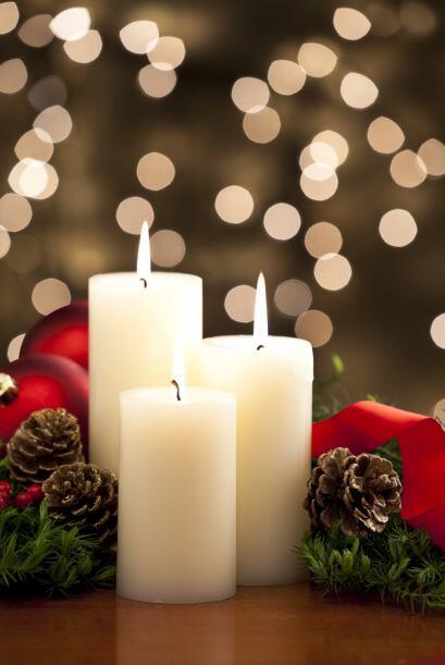 Velas. Envuelve las velas individualmente en papel celofán para q...