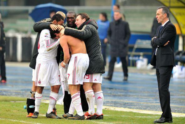 Con este gol, el Milan se impuso 2-1 y sigue como líder de la Ser...