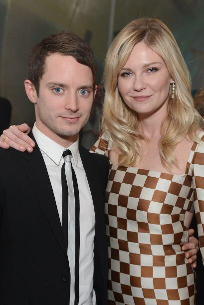 Aquí lo vemos con la actriz Kirsten Dunst, que sólo es un poco más alta...