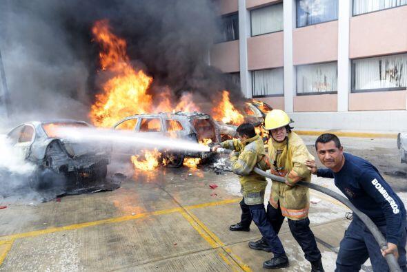 Alrededor de 800 profesores de Guerrero irrumpieron en diversos edificio...