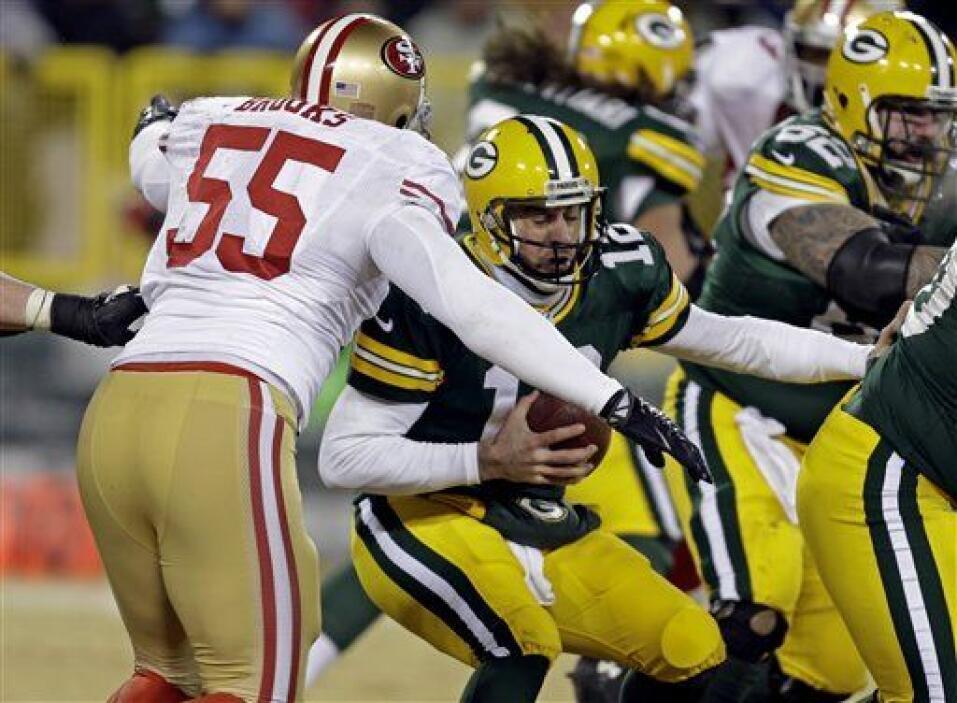 Los 49ers, por su parte capturaron a Aaron Rodgers en cuatro ocasiones p...