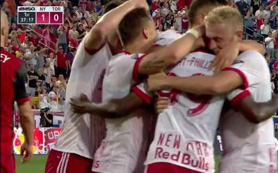 Golazo de chilena de Bradley Wright-Phillips pone en ventaja 1-0 a Red B...