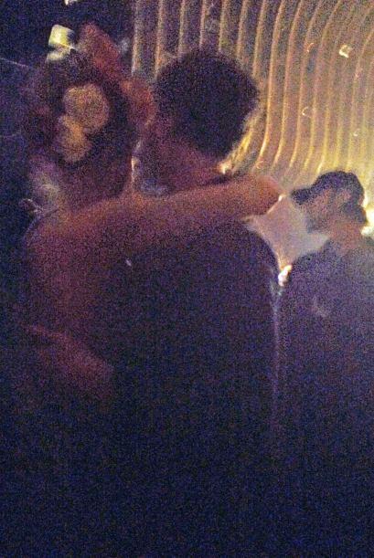 Encontramos a la ex Top Model agarrando a besos a quien se dejara. Prime...