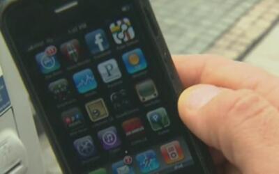 Autoridades a lo largo del país alertan a usuarios de Siri sobre nueva b...