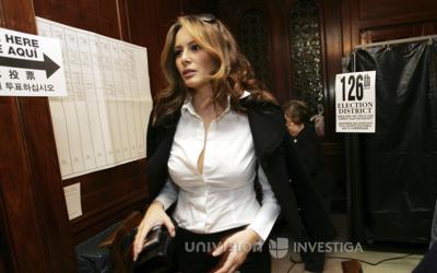 Melania Trump, en un centro de votación en 2006 Nueva York.