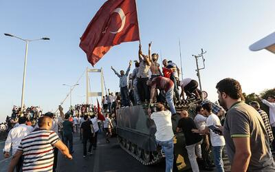 """El presidente de Turquía anuncia que los golpistas """"pagarán un precio mu..."""