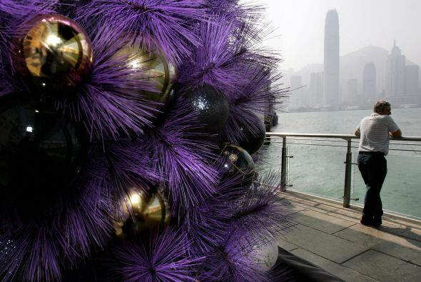 Un árbol de navidad morado roba más miradas, no luce extra...