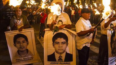 Ayotzinapa, a tres meses de la desaparición de 43 estudiantes el mundo h...