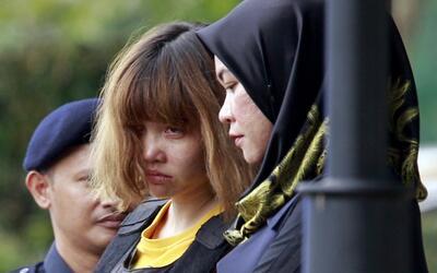 La vietnamita Doan Thi Huong (centro), sospechosa del asesinato de Kim J...