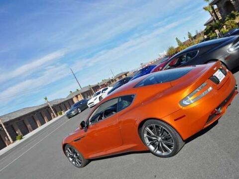 Los nuevos super autos de la ASton Martin en el Autódromo de Spring Moun...