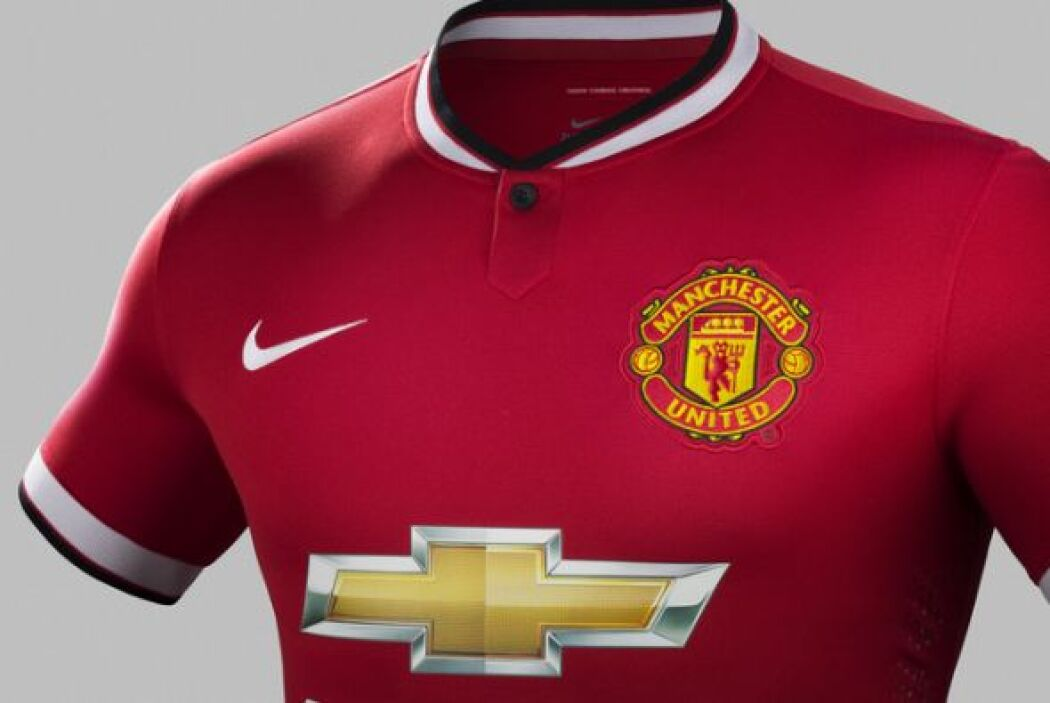 Manchester United lanzó su nuevo uniforme de local para la temporada 201...
