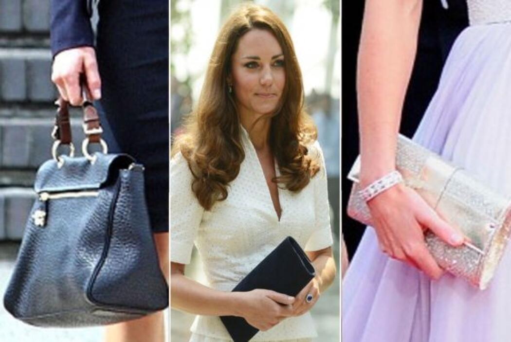 Kate Middleton es la diosa de los bolsos 'clutch', carteras y todo tipo...