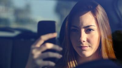 Apple patentó un sistema que bloquea las funciones del teléfono mientras...