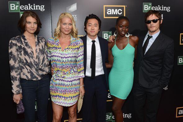 Posando con sus compañeros Laurie Holden (Andrea), Steven Yeun (Glenn),...