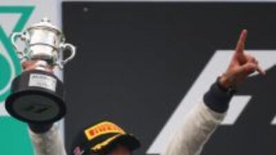 Sergio Pérez se colocó en el segundo lugar del Gran Premio de Malasia, c...
