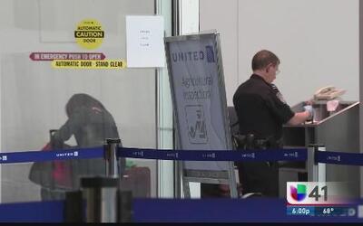 Revisan a pasajeros por ébola en Newark