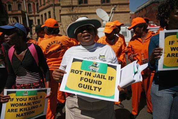 Algunas activistas por los derechos de las mujeres se manifestaron en co...